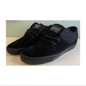 Men's Globe Mahalo black skate casual shoe lace ups size 10 US suede-look